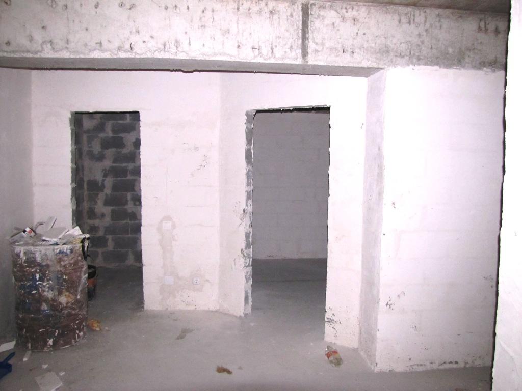 Coridor si intrarea in dormitor si baie