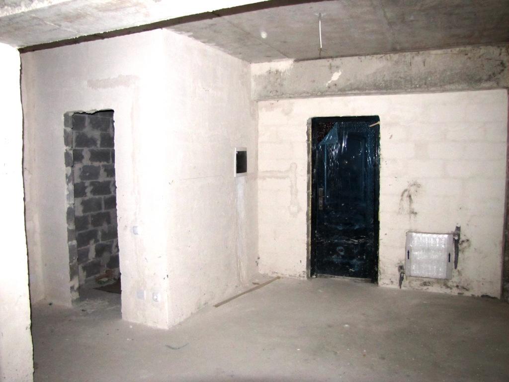 Coridor si usa de la intrare
